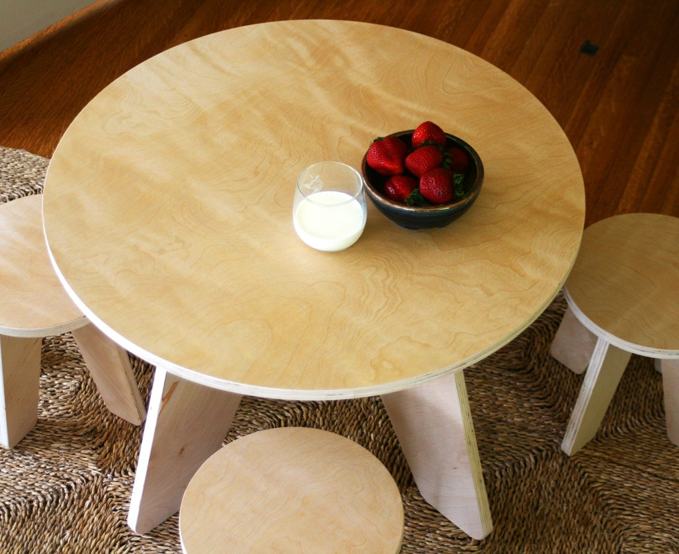 Aero Table and Stools Set